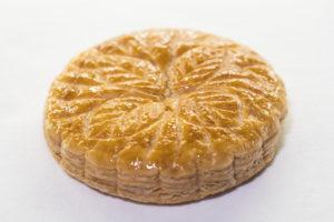 1月6日のエピファニー(公現祭)を祝福するアーモンドクリームを使ったパイ菓子