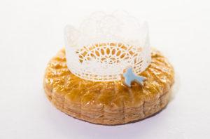 1 月 6 日のエピファニー(公現祭)を祝うパ イ菓子。